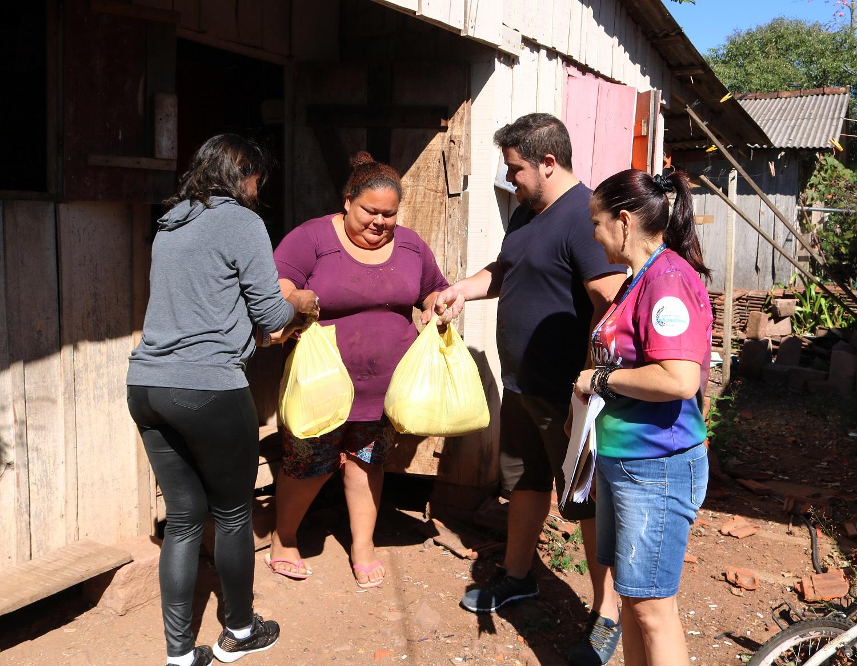 Secretaria de Educação entrega 150 cestas básicas em Bom Retiro do Sul