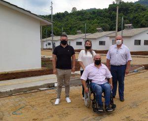 Vice-prefeito Eder Ciceri visita projeto habitacional em Imigrante