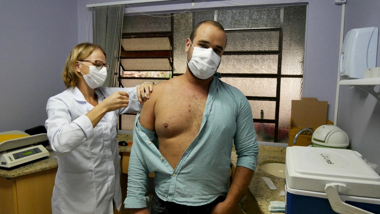 Vacinação contra a Covid-19 tem início em Colinas