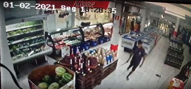 Câmera flagra agressão com facão em Bom Retiro do Sul