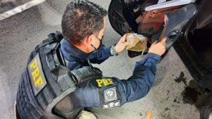 PRF prende motorista de aplicativo com meio quilo de crack